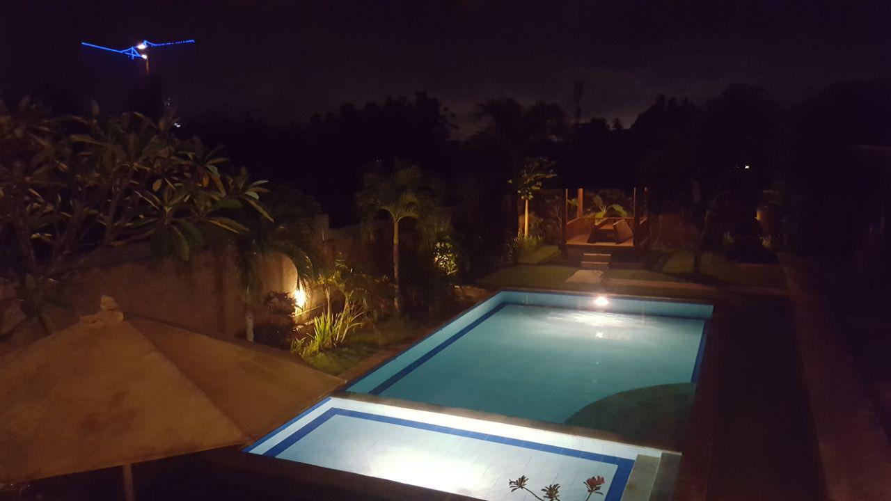 Общий бассейн в Cos на Бали в Буките