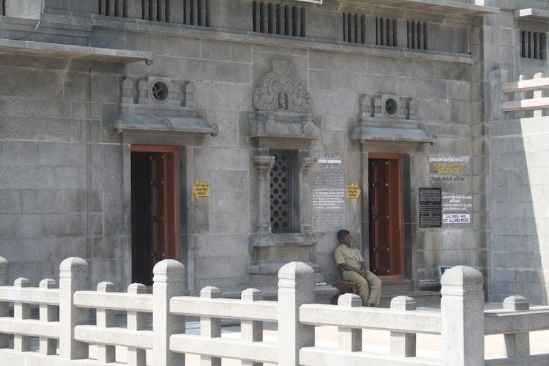 Вход в зал для медитации