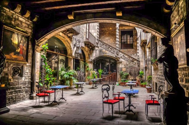 Palau Dalmases - интересные места в Барселоне