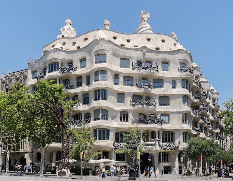 Дом Мила - Casa Milá - Архитектурные достопримечательности Барселоны