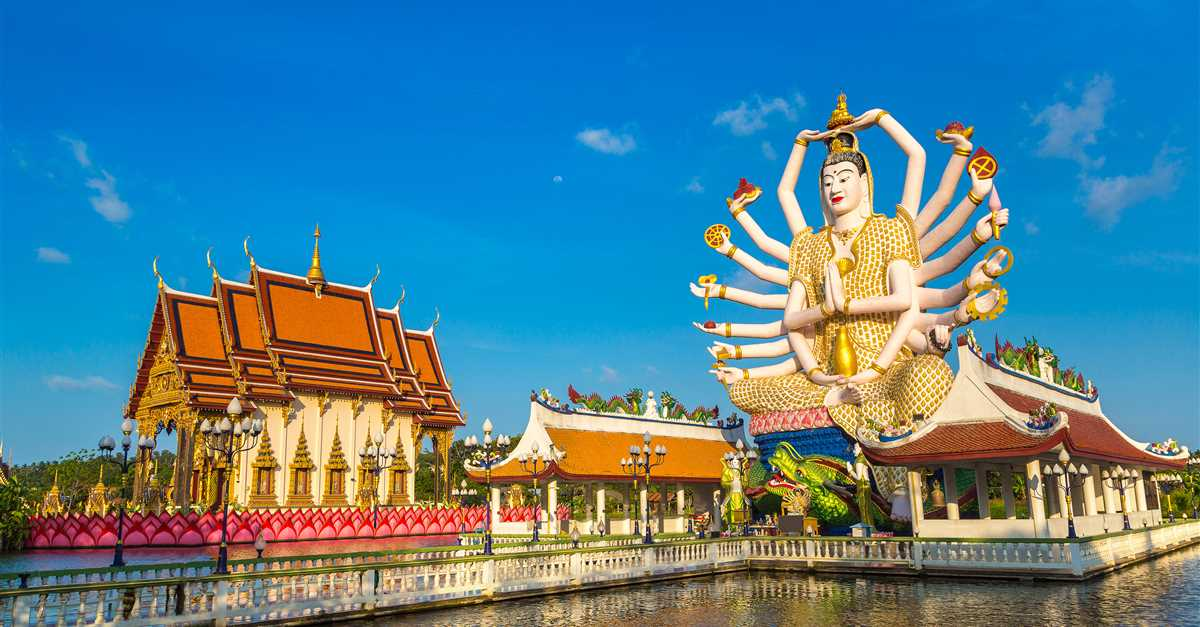 Храм Плай Лаем - Wat Plai Laem